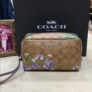 COACH SIGNATURE LILY PRINT COSMETIC CASE IN PURPLE